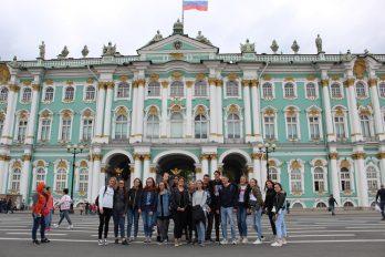 Pred Ermitažem.
